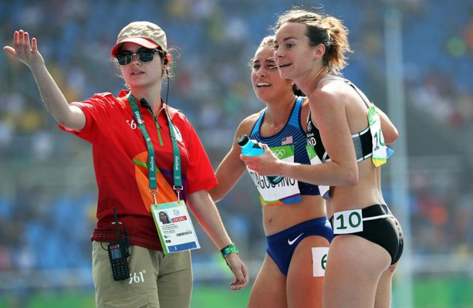 Nikki Hambling y Abbey D'Agostino protagonizaron un gran gesto. (Foto: EFE)