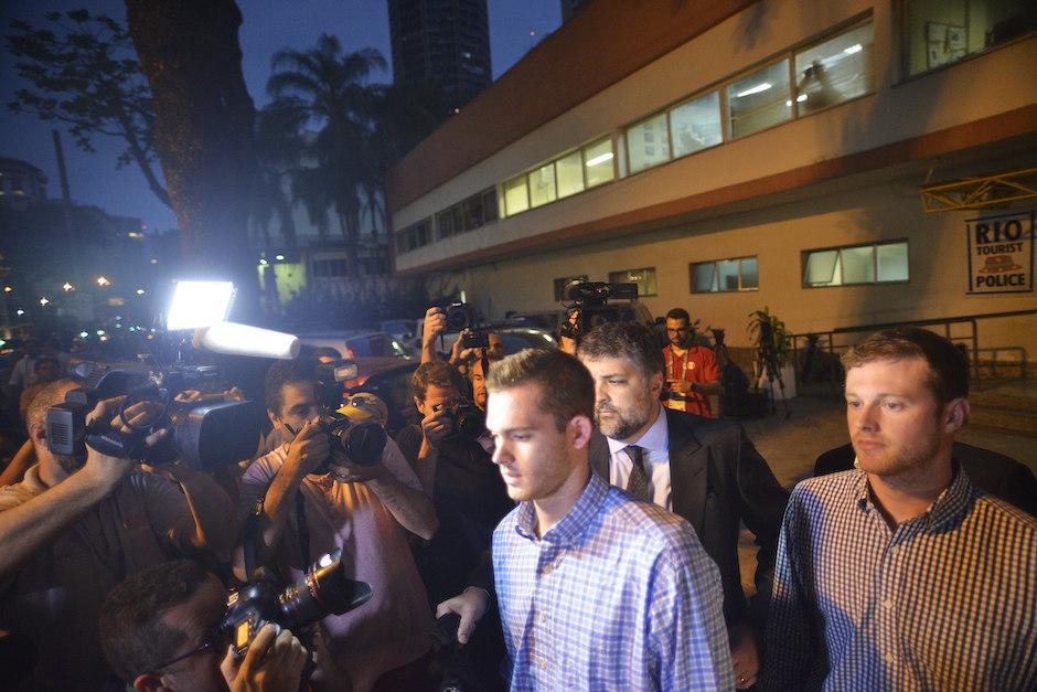 Jack Conger y Gunnar Bentz fueron retenidos por la policía de brasil por las incoherencias en su versión del robo. (Foto: EFE)