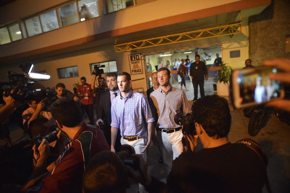 Bentz y Conger fueron bajados de un avión que se dirigía a los EE. UU., y son detenidos por la policía brasileña. (Foto: EFE)