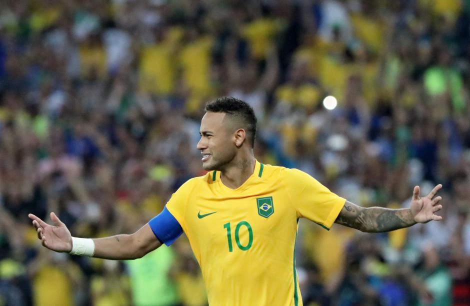 Neymar fue una de las figuras del juego. (Foto: EFE)