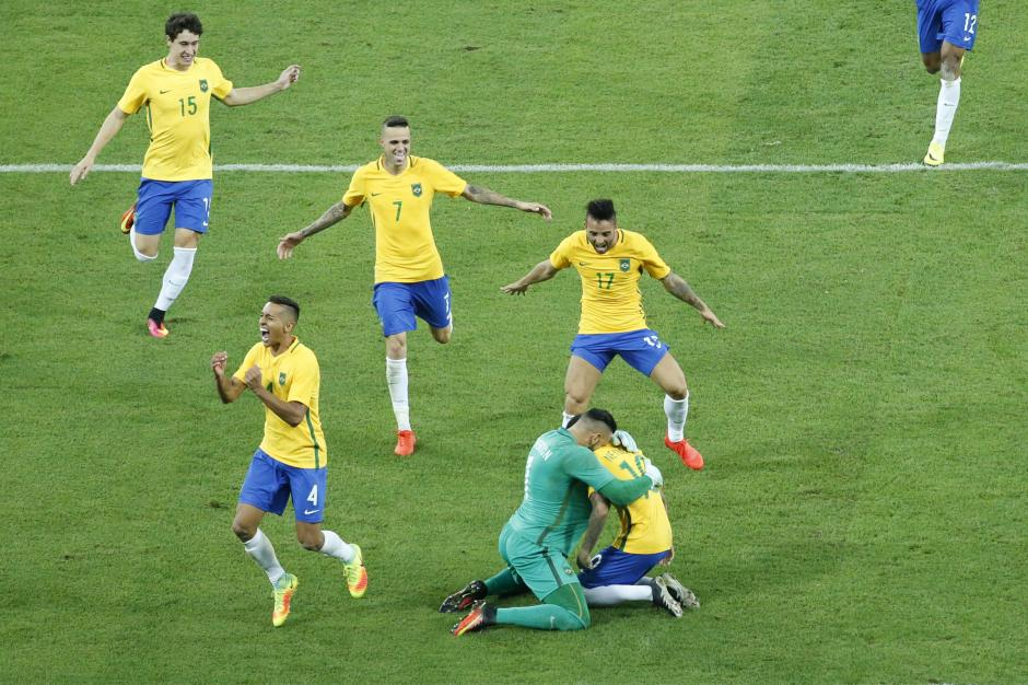 Los brasileños celebraron su triunfo. (Foto: EFE)