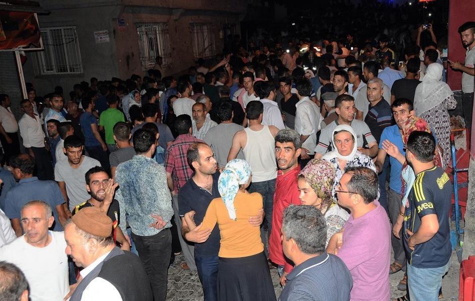El atentado ocurrió en la noche del sábado durante una boda en Gaziantep, al sureste de Turquía. (Foto: EFE)
