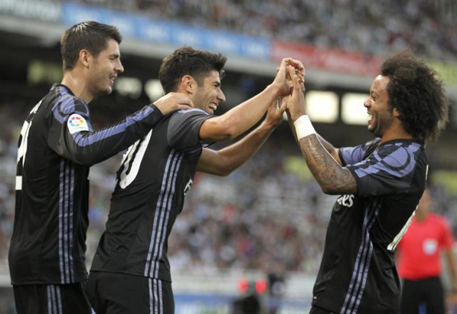 Marcelo felicita al mediocampista, una perla para Zidane. (Foto: EFE)
