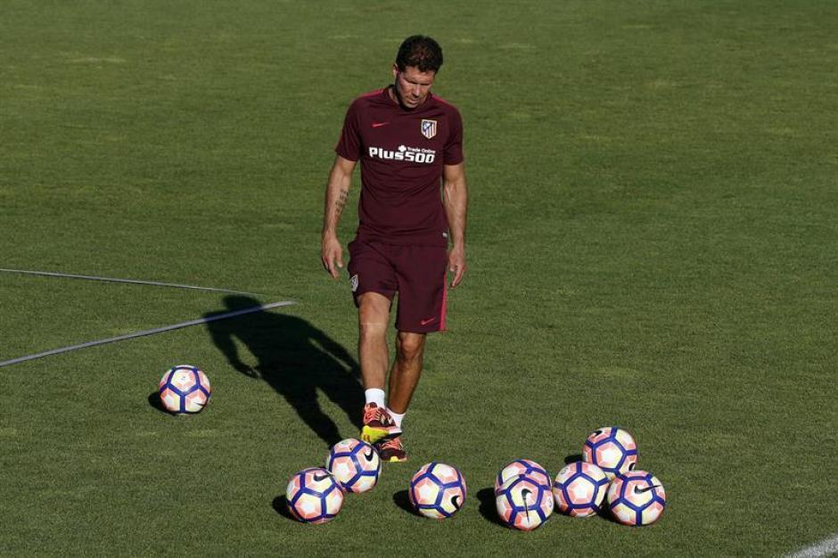 El Cholo Simeone, durante un entreno del Atlético. (Foto: AFP)