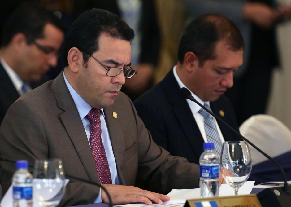 Jimmy Morales el presidente de Guatemala durante la firma. (Foto: EFE)