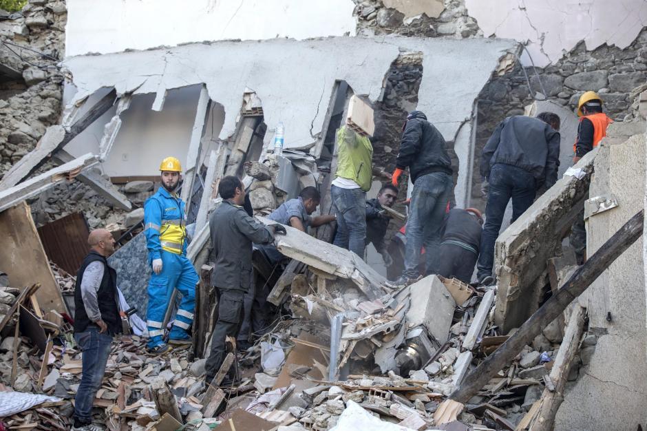 De las 73 víctimas mortales al menos cuatro son niños. (Foto: EFE)