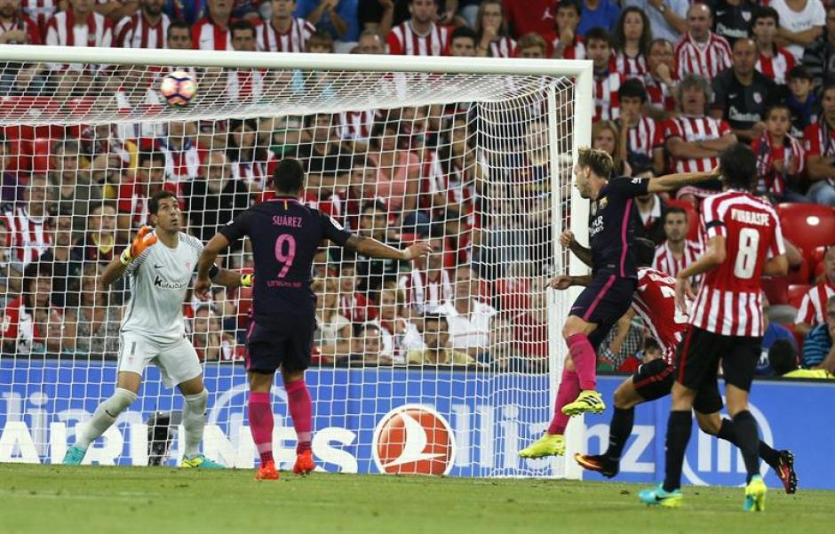 Este gol de cabeza de Rakitic le dio los tres puntos al Barça. (Foto: EFE)