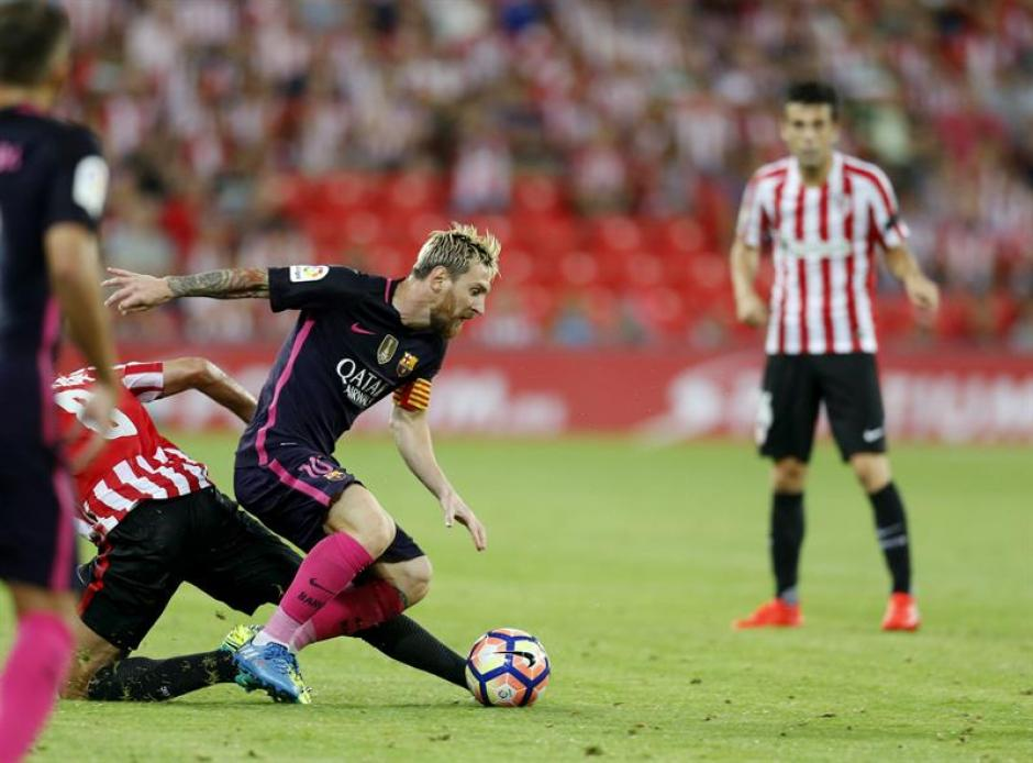 Leo Messi terminó el partido contra el Athletic con molestias. (Foto: EFE)