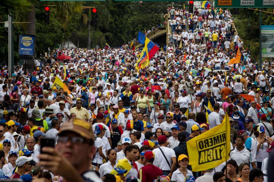 El problema de la escasez de alimentos y medicina preocupa cada vez más a los venezolanos. (Foto: EFE)