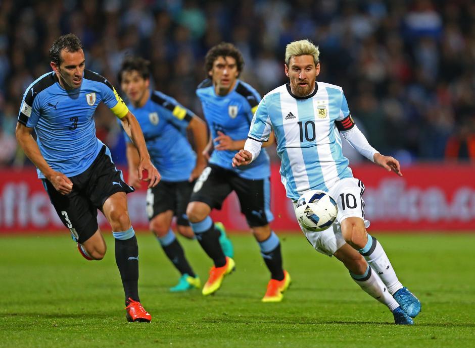 La Selección de Uruguay no pudo aunque tuvo un hombre más en el campo. (Foto: EFE)