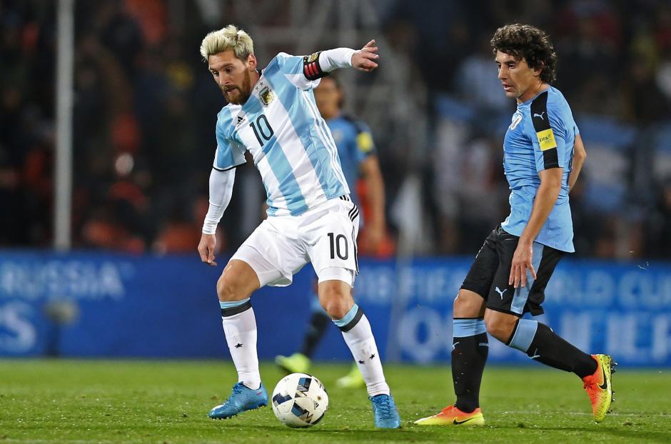 Messi hizo varias jugadas vistosas en el terreno de las acciones. (Foto: EFE)