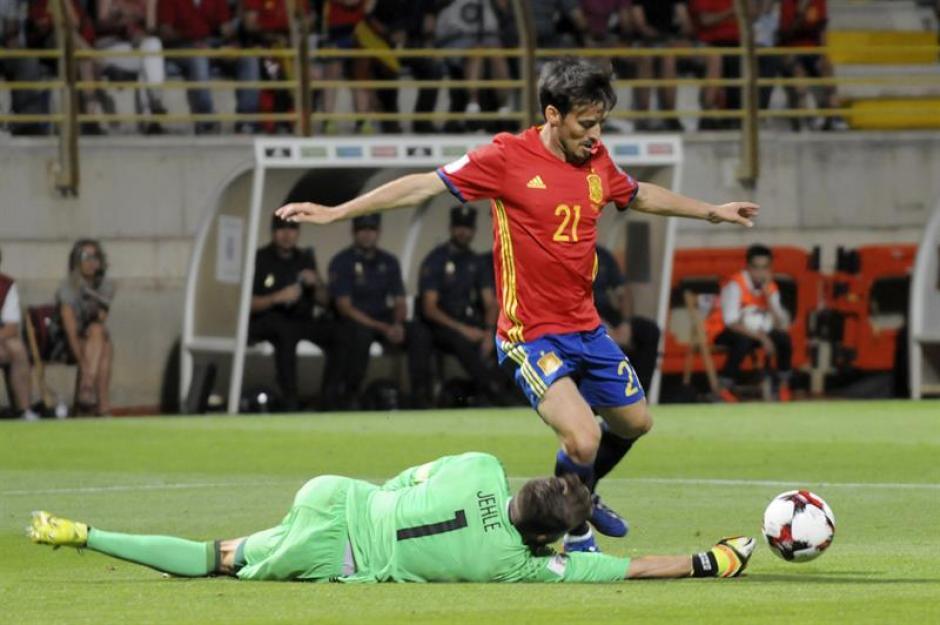 David Silva continúa como el gran líder de esta nueva Roja. (Foto: AFP)