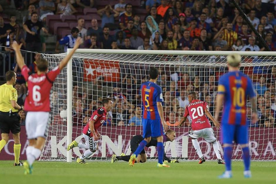 El Alavés fue mejor en el Camp Nou. (Foto: EFE)