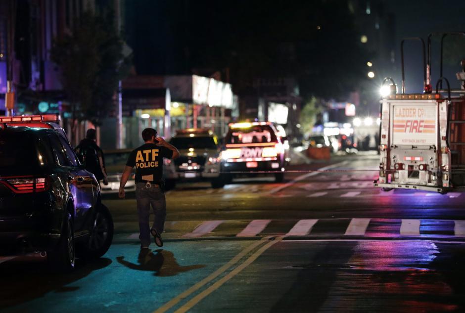 La policía informó que recibieron una advertencia en el 911 de que pueden haber más atentados. (Foto: EFE)