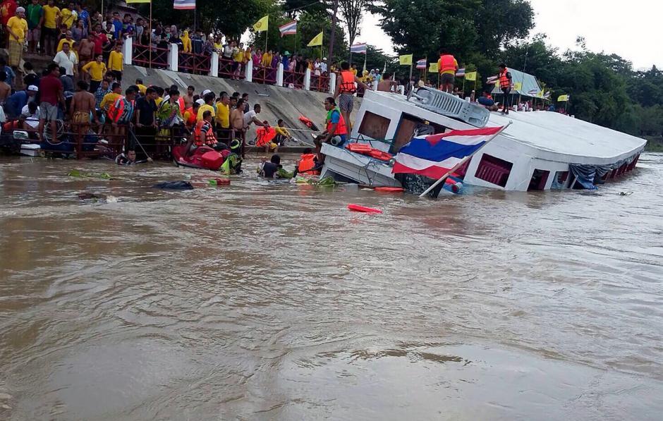 Al menos se registran 10 fallecidos tras el hundimiento en Tailandia. (Foto: EFE)