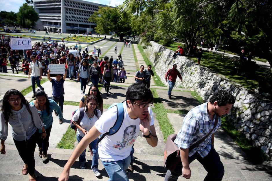 Seis facultades marcharon en contra de los actuales dirigentes de la AEU. (Foto: EFE/Esteban Biba)