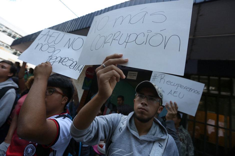 Los estudiantes dijeron que no los representan las actuales autoridades de la AEU. (Foto: EFE/Esteban Biba)