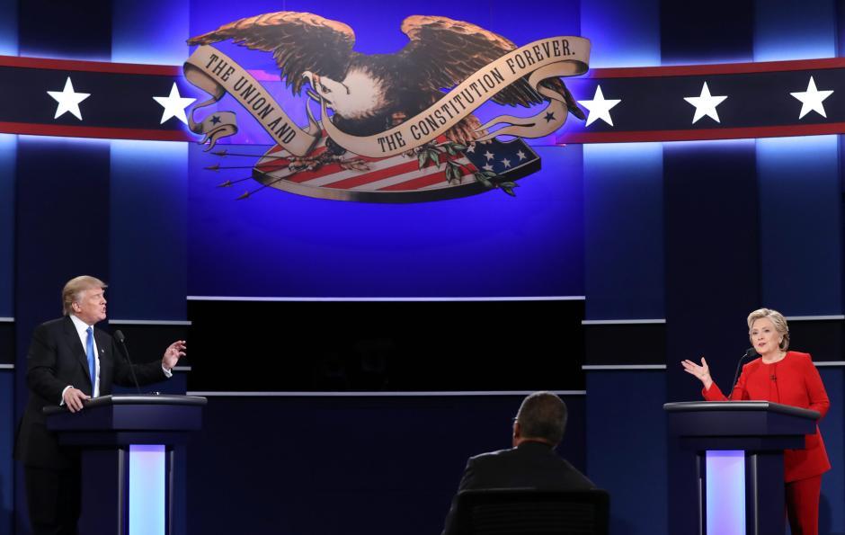Clinton y Trump se enfrentan en un primer debate. (Foto: EFE)