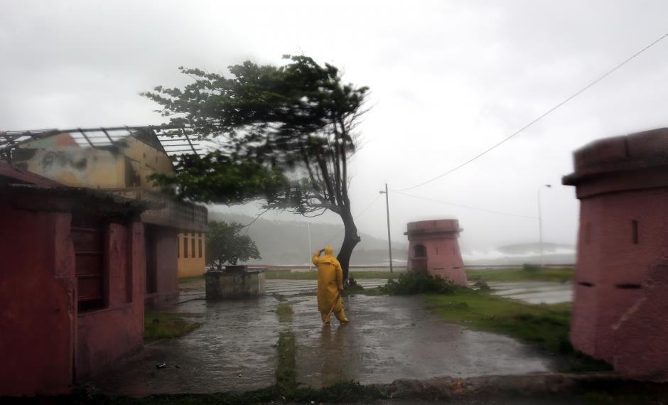 El  huracán Matthew tocó tierra en el oriente de Cuba. (Foto: EFE)