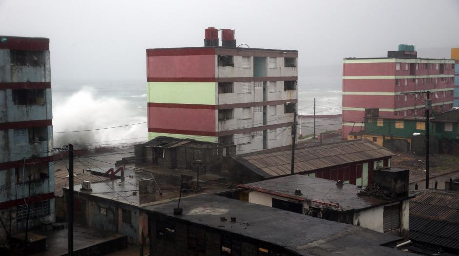 Fuertes vientos se registran en la isla. (Foto: EFE)