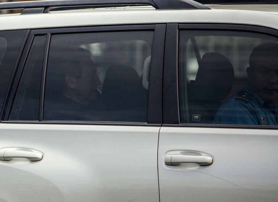 El expresidente Vinicio Cerezo al momento de salir de la Cancillería de Nicaragua. (Foto: EFE)