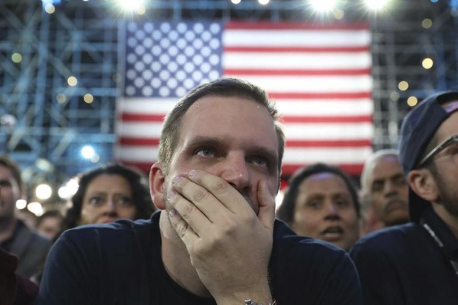 Los seguidores de Hillary Clinton no creían en los resultados. (Foto: EFE)