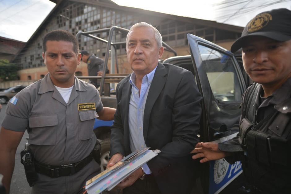 El expresidente Pérez Molina fue el primero en ingresar a la Sala de Vistas de la CSJ.  (Foto: Wilder López/Soy502)