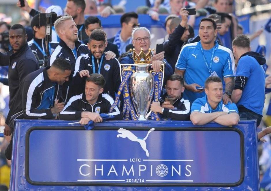 Así festejaron al Leicester campeón de la Premier. (Foto: EFE)