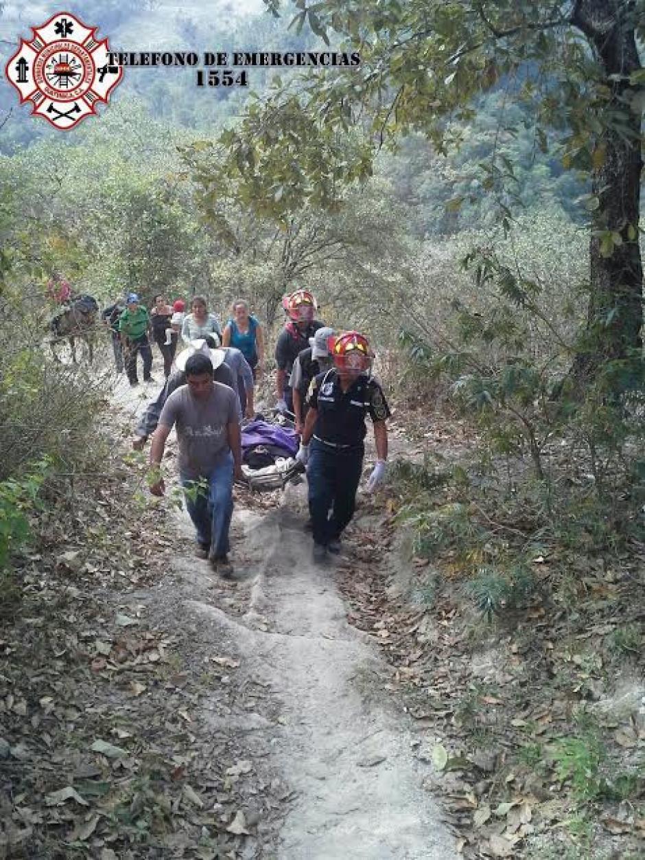 Bomberos Municipales Departamentales y familiares del desaparecido realizaron búsquedas durante los tres días que permaneció desaparecido Orlando González. (Foto: @CBMDEPTAL)