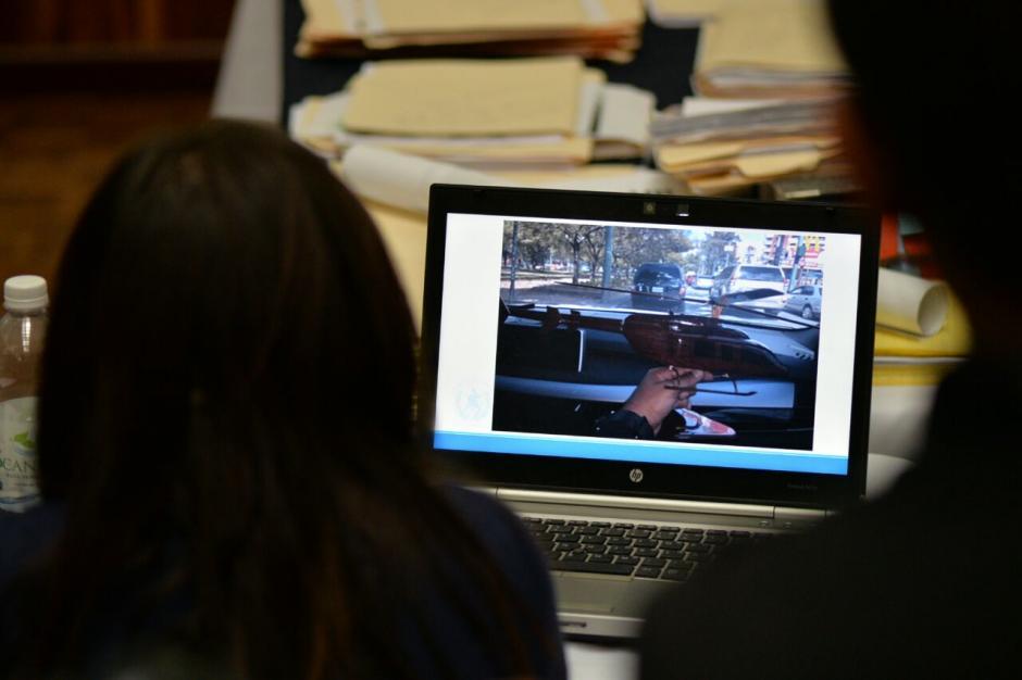 Durante la audiencia de Cooptación del Estado se observó la fotografía del helicóptero por comprar. (Foto: Wilder López/Soy502)