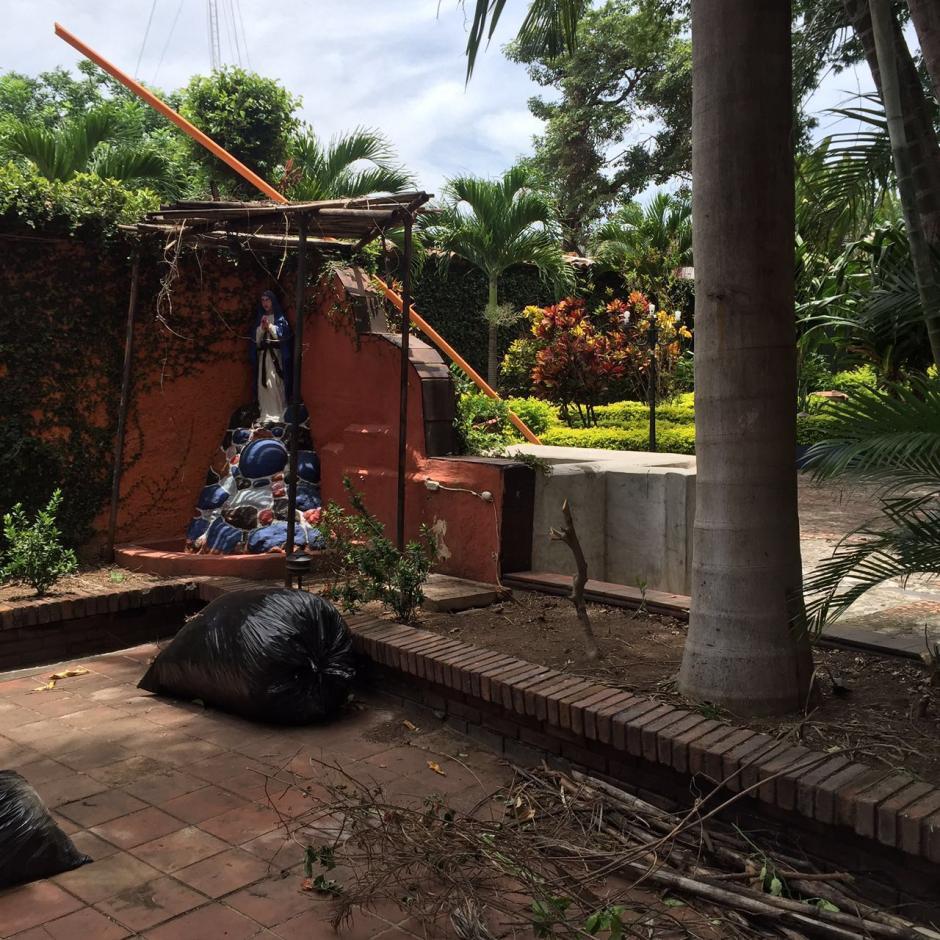 Este es uno de los patios de la lujosa residencia de Chico Dólar. (Foto: MP)