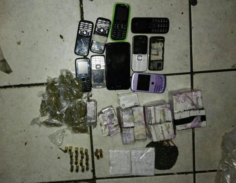 Las autoridades incautaron teléfonos celulares y dinero en efectivo. (Foto: PNC)