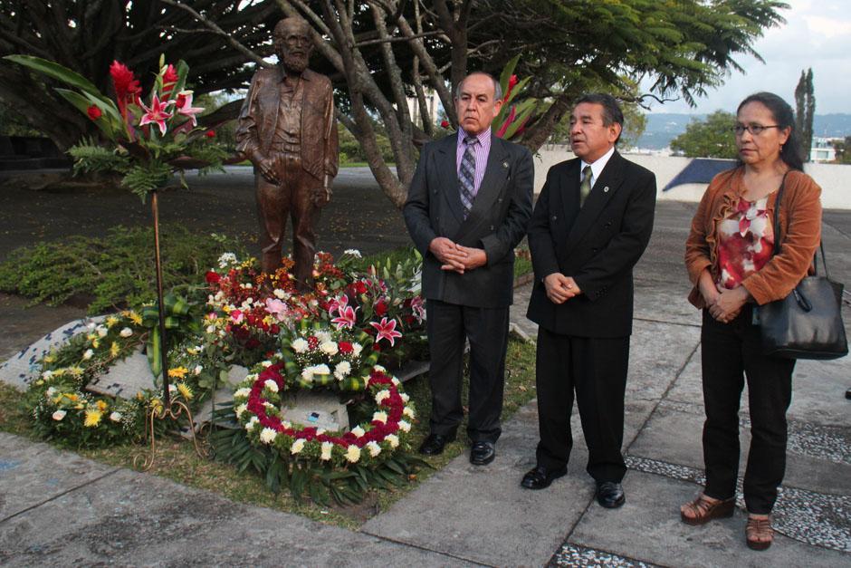 Autoridades del Ministerio de Cultura y Deportes durante el homenaje.