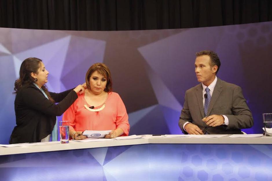 Los conductores del Foro de Presidenciables 2015, Harris Whitbeck y Elsie Sierra. (Foto: Pedro Mijangos/Soy502)