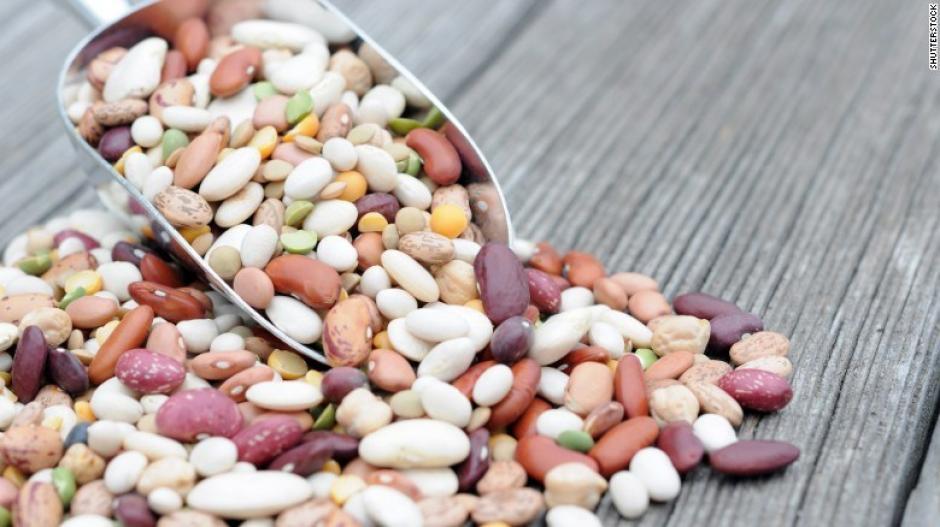 Come tres porciones de granos por semana, estos son una buena fuente de fibra. (Foto: cnn)