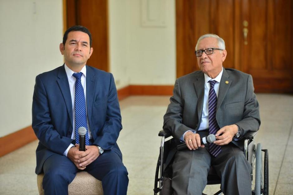 La reunión sostenida entre el presidente electo Jimmy Morales (izquierda) y el presidente Alejandro Maldonado Aguirre, tuvo lugar en la Casa Presidencial. (Foto: Jesús Alfonso/Soy502)