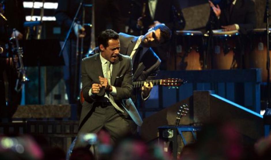 """El salsero Marc Anthony comenzó su presentación con el tema """"Tu amor me hace bien"""". (Foto: Premios lo Nuestro)"""