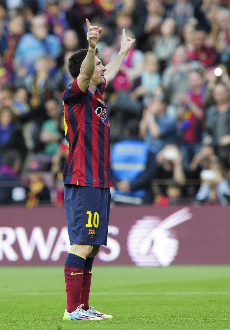 Messi dejó que el público lo homenajeara tras anotar el gol 370, mientras las pantallas del Camp Nou mostraban el récord alcanzado. (Foto: AFP)