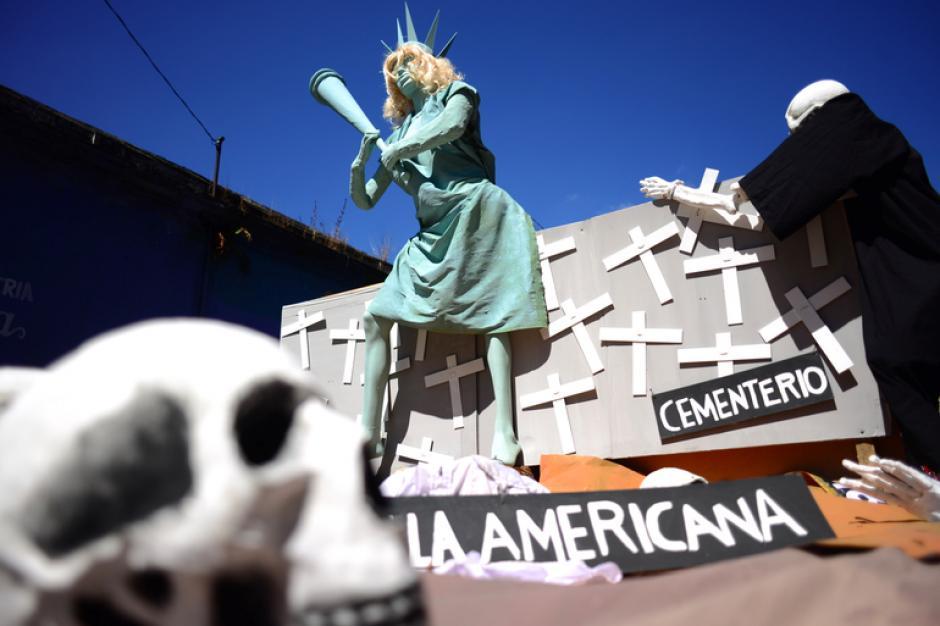 La muerte también fue un tema concurrente durante la manifestación.(Foto:Jesús Alfonso/Soy502)