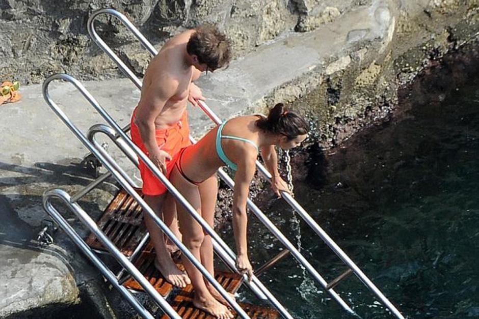 Bradley e Irina fueron captados mientras durante sus vacaciones en playas italianas. (Foto: mujeres.elsalvador.com)