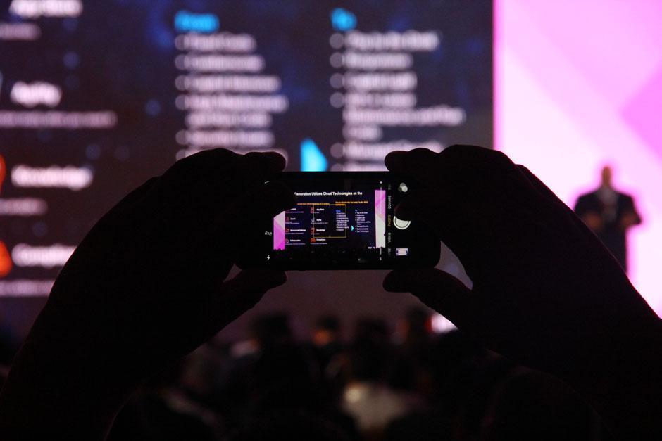 Cifras oficiales dan cuenta de que en Guatemala hay aproximadamente 7.5 millones de teléfonos inteligentes, la tendencia de la movilidad empresarial echa mano de el auge de esta tecnología. (Foto: Alexis Batres/Soy502)