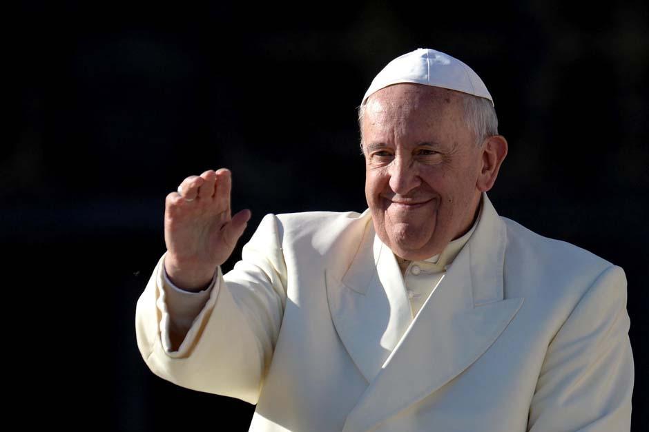 El papa Francisco debió convencer a un joven portero