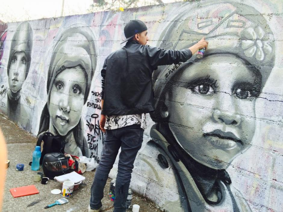 El joven artista creó un mural que espera ser motivo de esperanza para los transeúntes. (Foto: Ziwer)