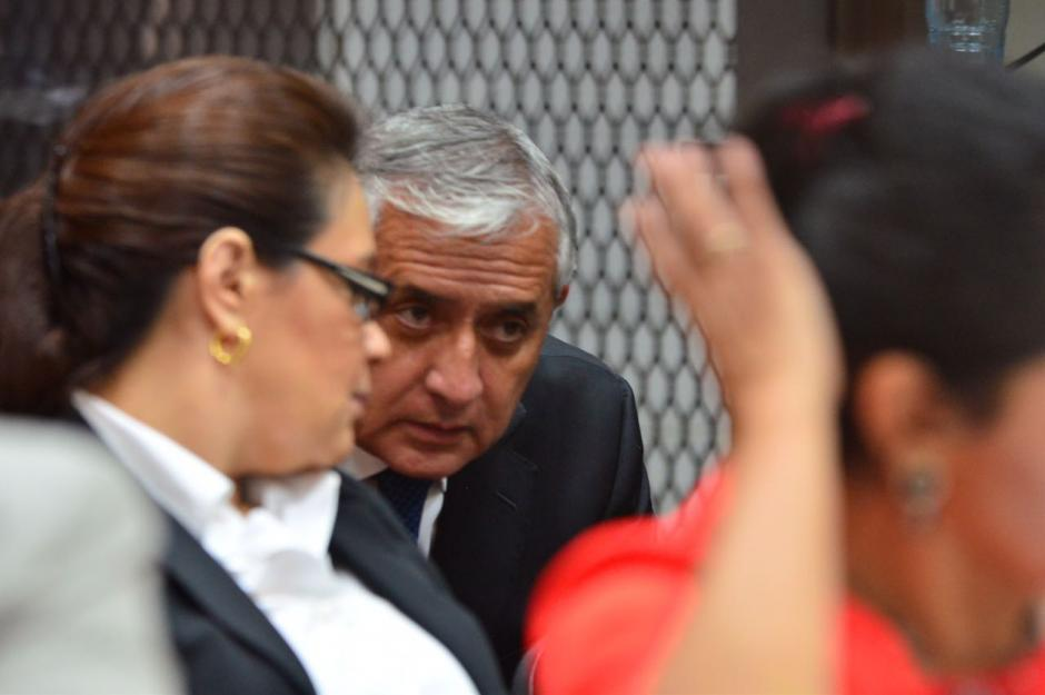 Pérez Molina y Baldetti conversan. (Foto: Jesús Alfonso/Soy502)
