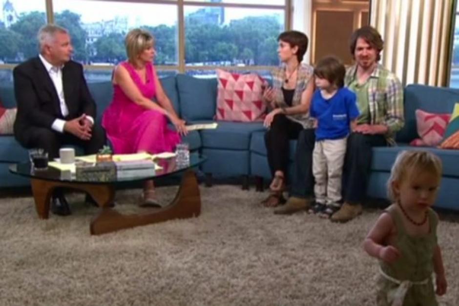 """Los padres """"alternativos"""" fueron entrevistados en un programa de televisión. (Foto: ok.co.uk)"""