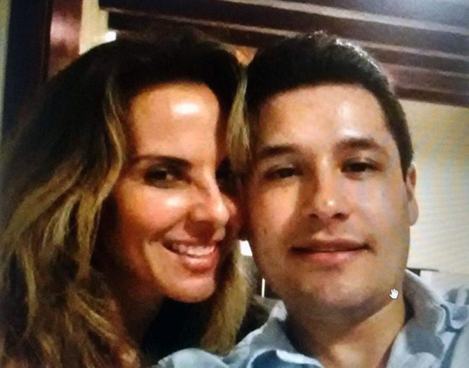Kate del Castillo junto con Alfredo, el hijo de El Chapo secuestrado. (Foto: Twitter)