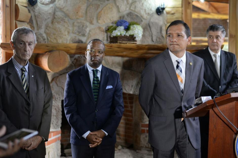El ministro de Gobernación junto al embajador de EE.UU., participaron en la inauguración de la Academia. (Foto: Wilder López/Soy502)