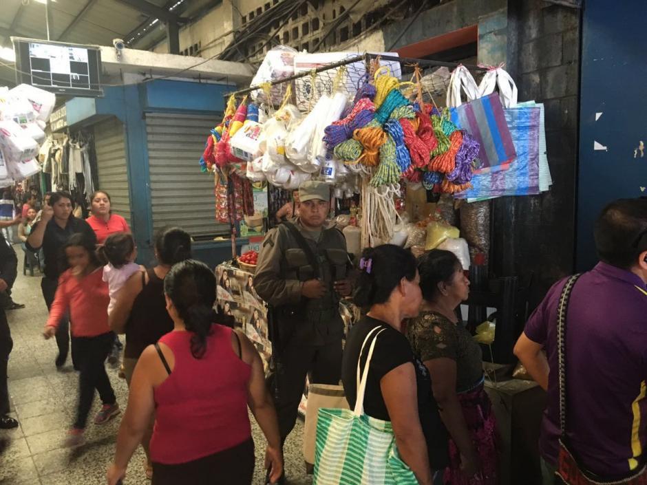 El alcalde Neto Bran asegura que si extorsionistas quieren negociar deberá ser con él.  (Foto: Municipalidad de Mixco)
