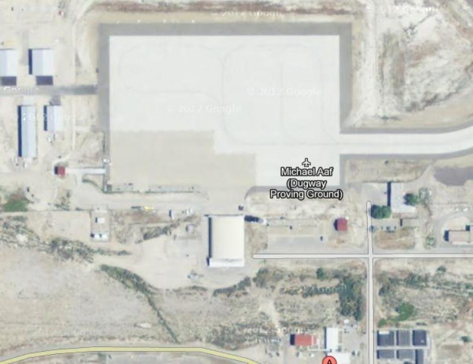 Dugway Proving Ground, en Utah, es una región ocupada por el Ejército de los EE.UU., donde los militares pueden probar los sistemas de armas biológicas y químicas. El edificio Michael Aaf, en el campo de pruebas, aparece blanqueado. (Foto: Google Maps)