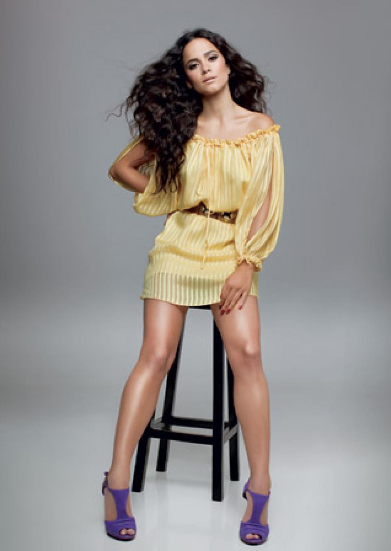 Alice Braga, ha posado para infinidad de revistas en el mundo. (Foto: cloudpix)